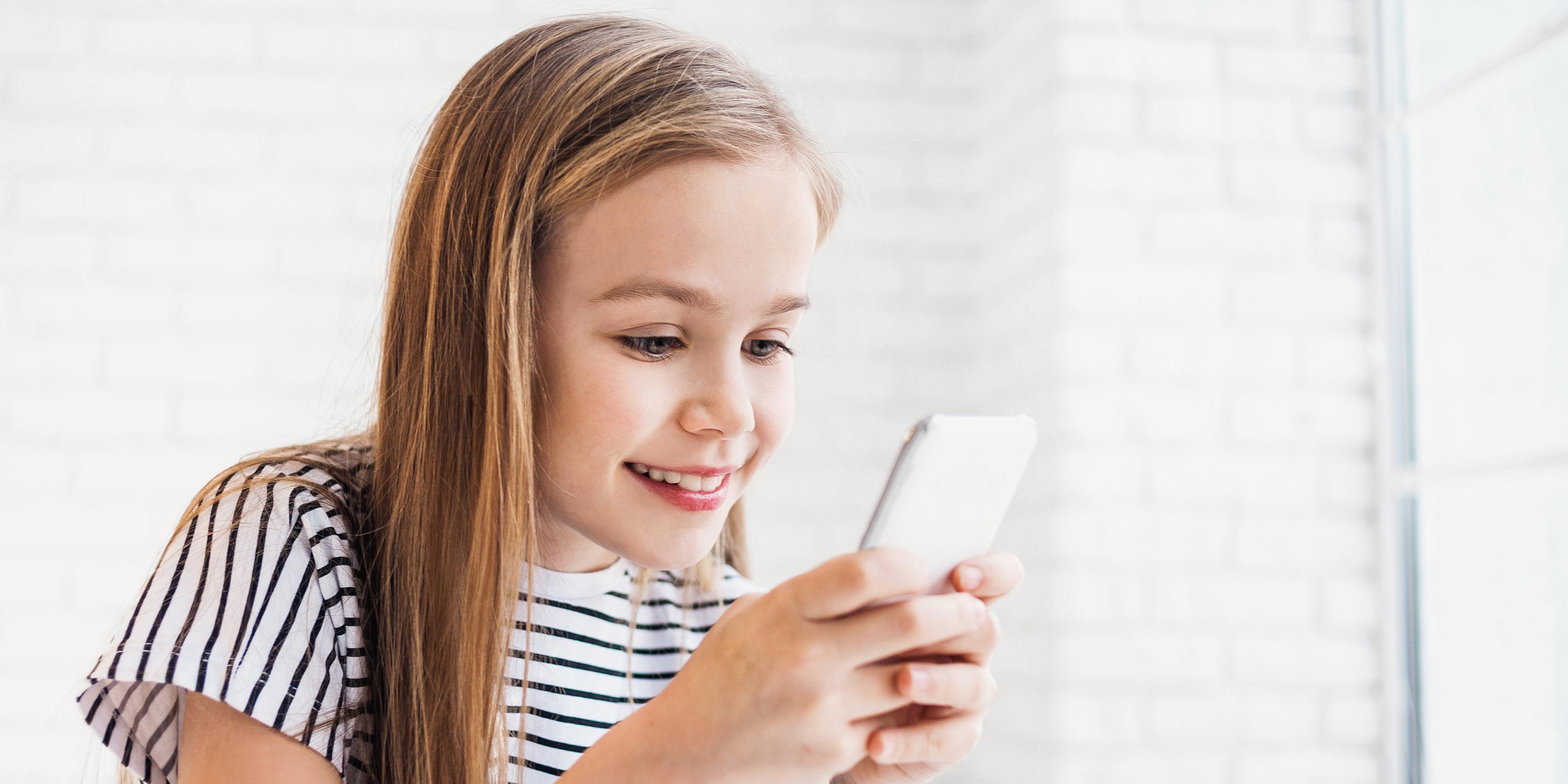 نتيجة بحث الصور عن Child + smart phone